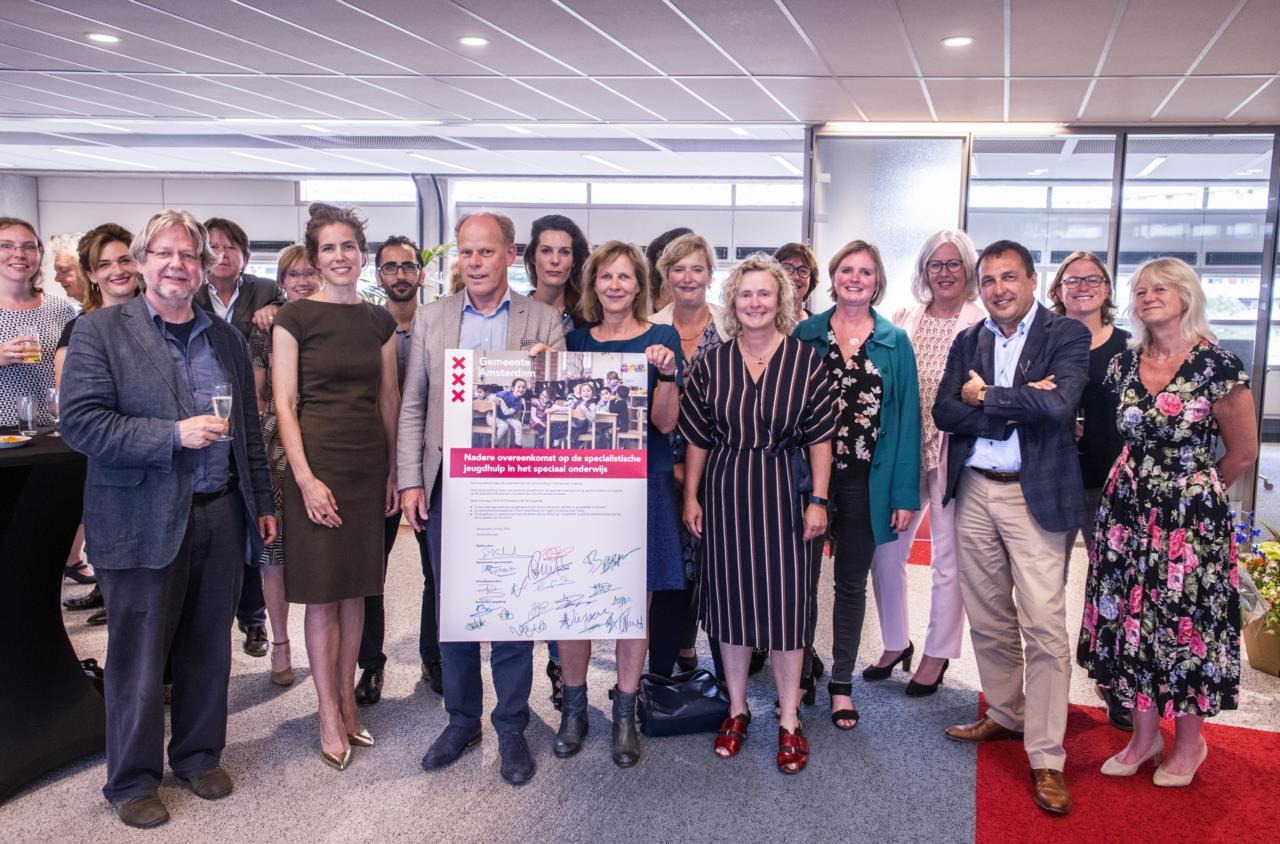 Ondertekening samenwerking tussen jeugdhulp, speciaal onderwijs en gemeente Amsterdam